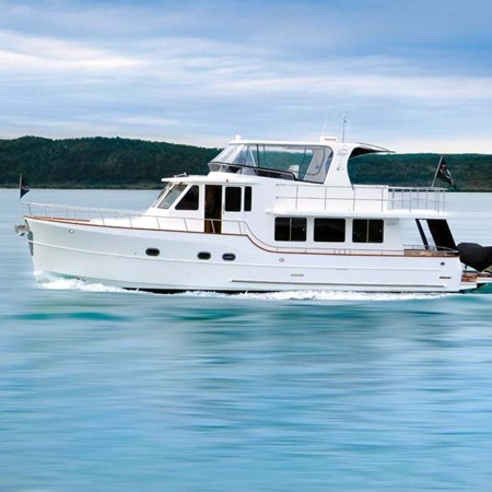 The new Clipper 50 Explorer motor yacht will be available in two configurations: in a two-cabin two-
