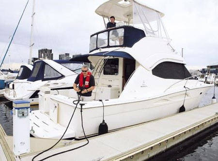 How to dock a 37ft flybridge with twin-screws - without denting your ego.