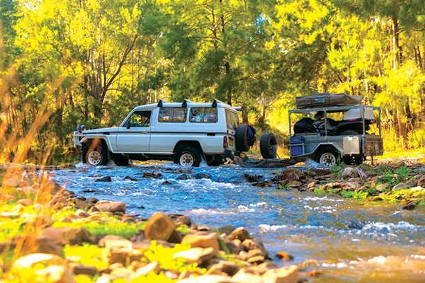 4WD crossing the Turon river