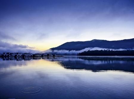 Lake Eildon morning fog.