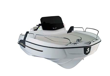 The Beneteau Flyer 6 makes full use of the boat's beam to maximise deck space.
