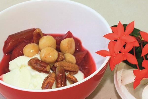 Rhubarb, macadamia and pecan honey crunch