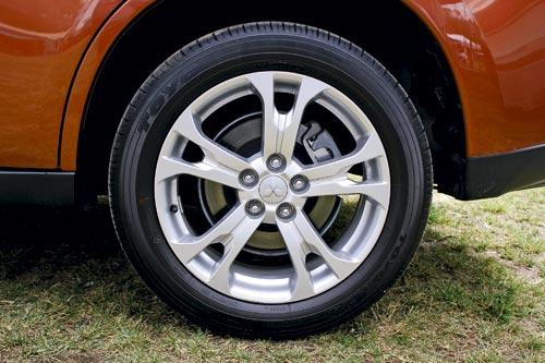 Mitsubishi-Outlander-AWD-Aspire-04.jpg