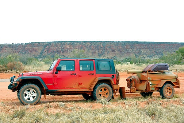 4WD towing camper trailer