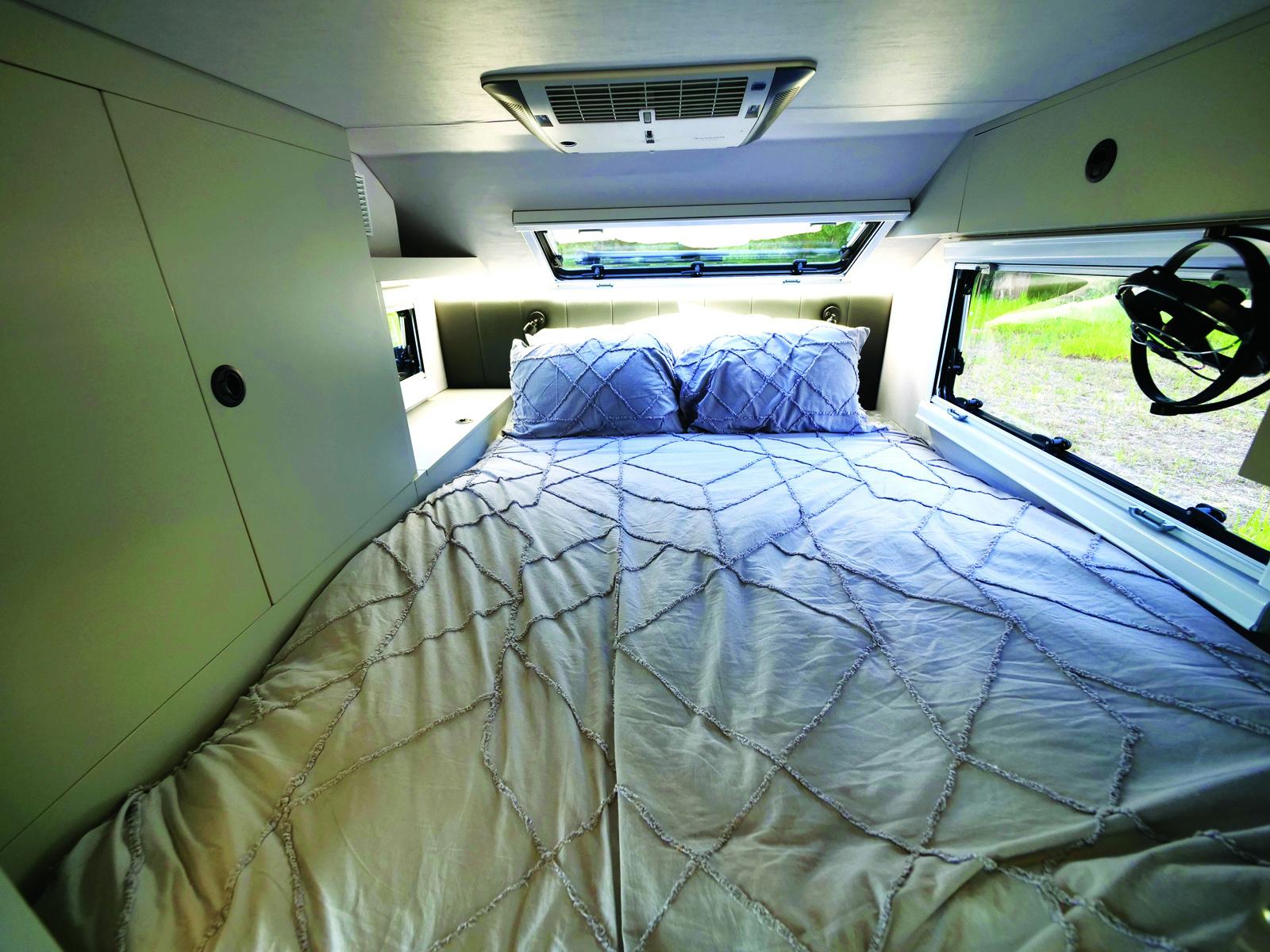 Bruder EXP-6 caravan interior