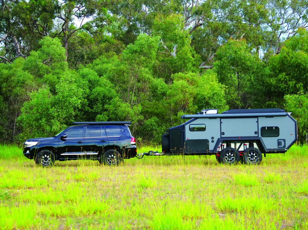 Bruder EXP-6 caravan