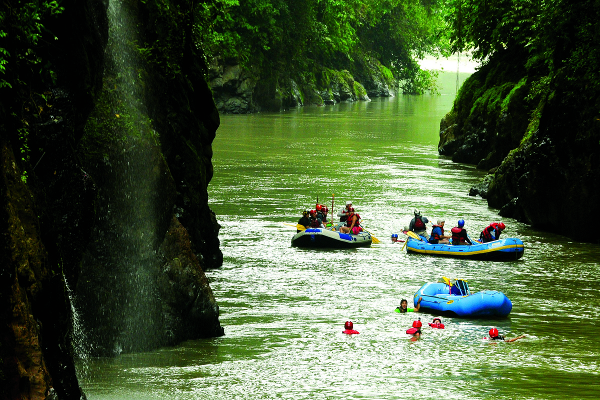 Rafting in the Dos Montanas Canyon. PICTURE CREDIT: Costa Rica Tourism Board