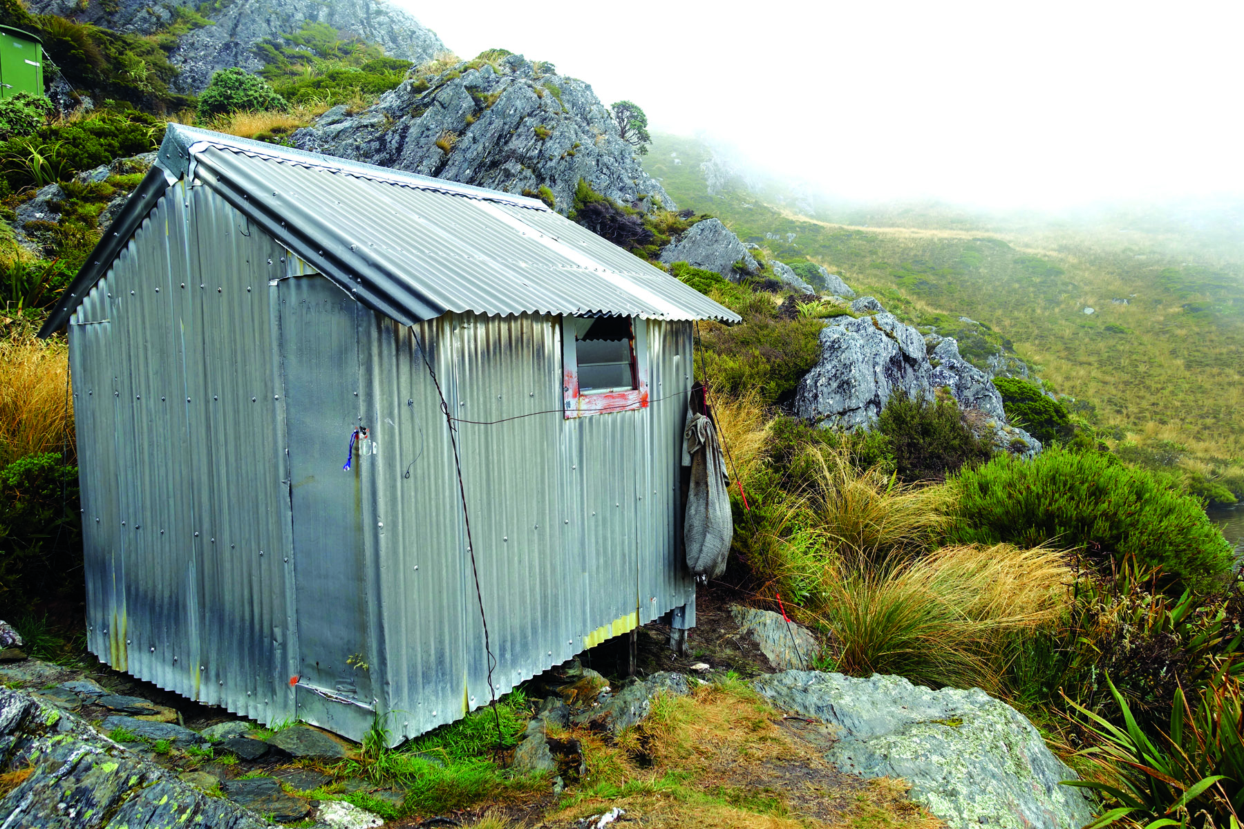 A tramper's hut on Adelaide Tarn